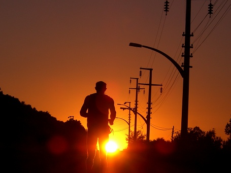 Lauf im Sonnenuntergang