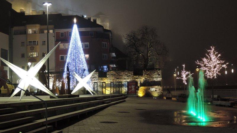 Kreative Adventbeleuchtung an der Inn-Promenade